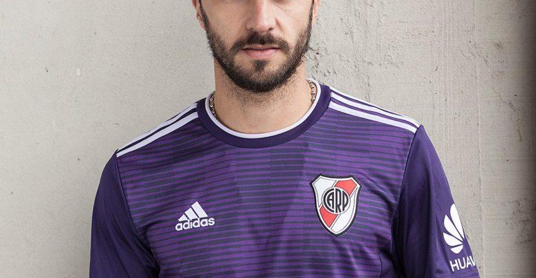 El Millonario presentó un nuevo modelo de camiseta para la Superliga. d428c5f037337